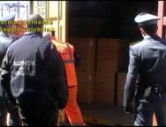 Porto di Gioia Tauro, maxi sequestro di accessori per telefonia contraffatti