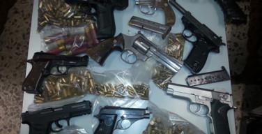 Carabinieri scoprono arsenale e arrestano pregiudicato a Ionadi