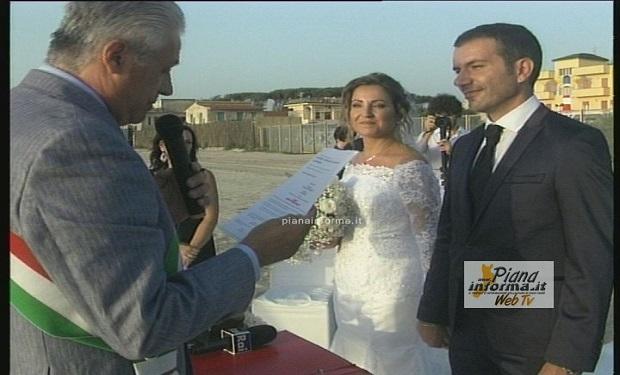 Matrimonio Spiaggia Calabria : San ferdinando celebrato alle dune blu resort il primo