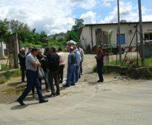 L'onorevole Paolo Parentela,deputato del Movimento Cinque Stelle,assieme agli attivisti e alla presenza  di alcuni cittadini, visita l'isola ecologica di Polistena.