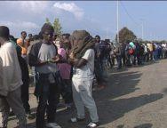 San Ferdinando, i migranti restanti della vecchia tendopoli sono spostati in un capannone
