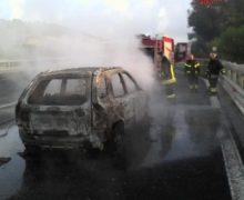 Auto in fiamme su A2,paura ma no danni