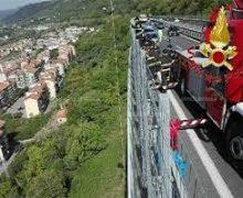Un uomo si getta dal viadotto dell'a2 in prossimita' di Pizzo e muore