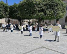 L'Ordine al fianco dei medici  in protesta a Piazza Italia