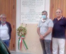 Polistena, Corona di fiori del circolo Fratelli d'Italia per commemorare la strage ai danni della Banca Popolare