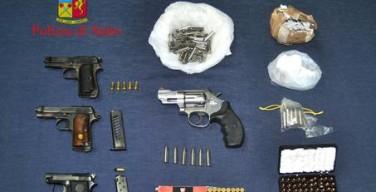 Le armi clandestine sequestrate dalla Polizia nel corso di un'operazione che ha portato a un arresto