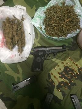 la-pistola-e-la-marijuana-268x357