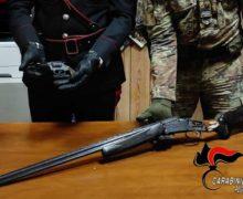 San Procopio. Rinvenute dai Carabinieri una pistola lanciarazzi e un fucile pronti all'uso, con relativo munizionamento